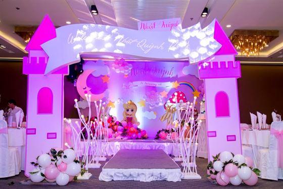 Trang trí tiệc thôi nôi phong cách 3D chủ đề công chúa
