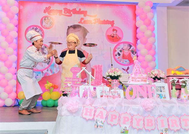 biểu diễn xiếc đầu bếp sinh nhật