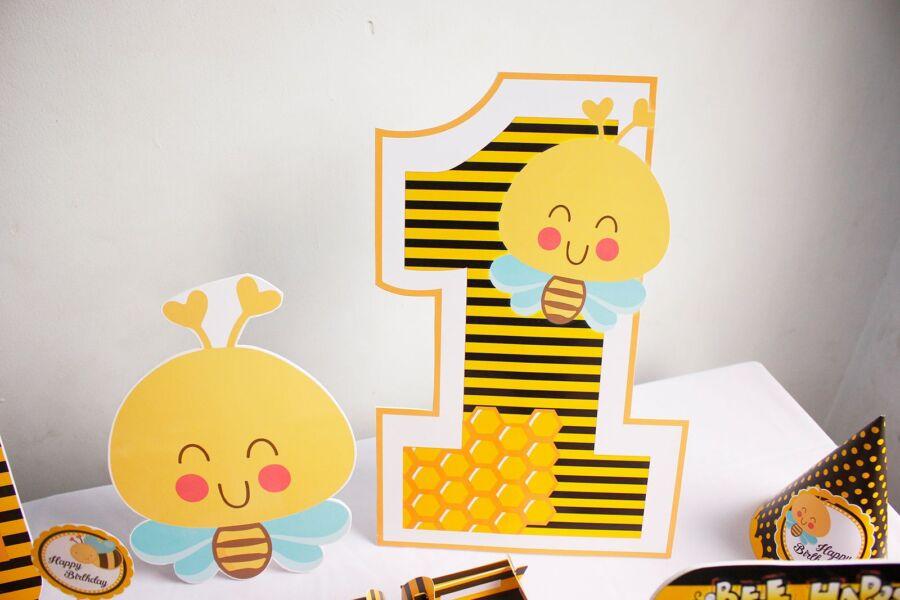 Cây số tuổi sinh nhật của bé ong