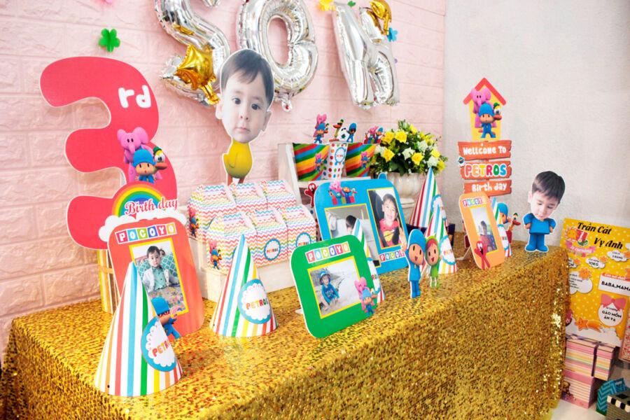 Cận cảnh bàn sinh nhật đa màu sắc