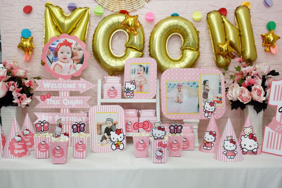 Chính diện bàn trang trí sinh nhật cho bé gái