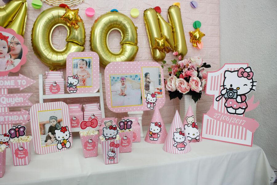 Một góc bàn sinh nhật bé gái