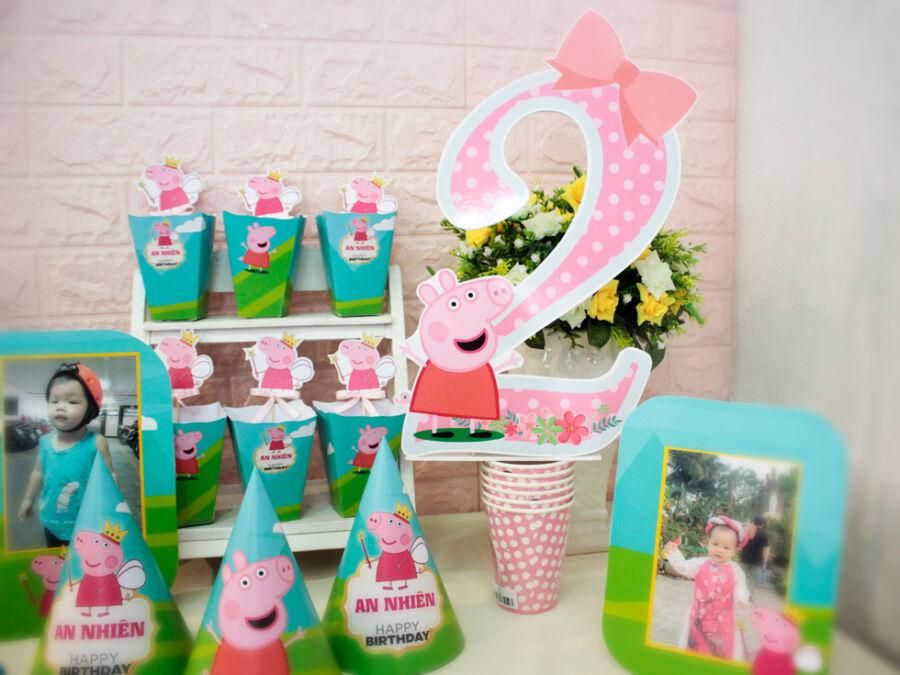 Vật dụng trang trí sinh nhật cho bé heo 2 tuổi