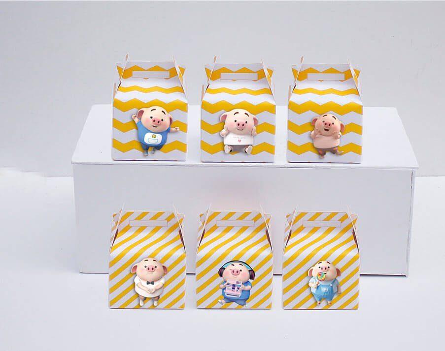 Tem hộp quà sinh nhật bé heo trai màu vàng zigzag