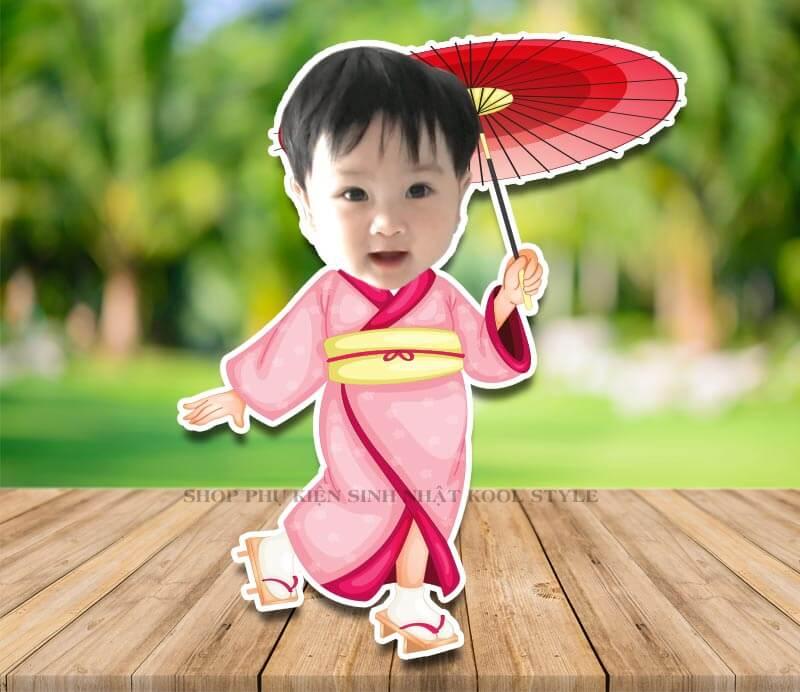 Chibi bé gái cầm dù bận áo kimono