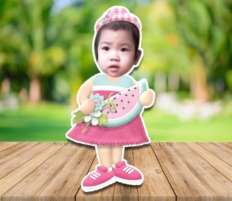 Chibi bé gái cầm dưa hấu