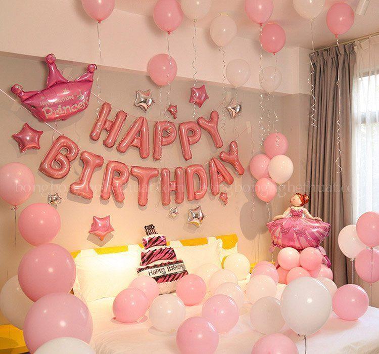 Trang trí sinh nhật màu hồng tại phòng ngủ bạn gái