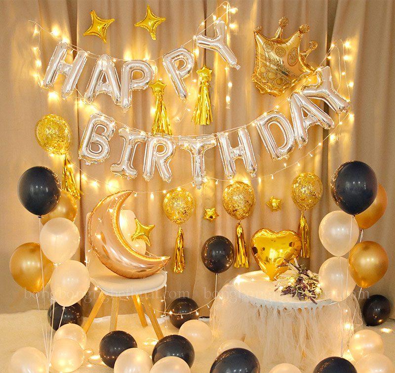 Trang trí sinh nhật tông màu vàng có kết hợp dây đèn