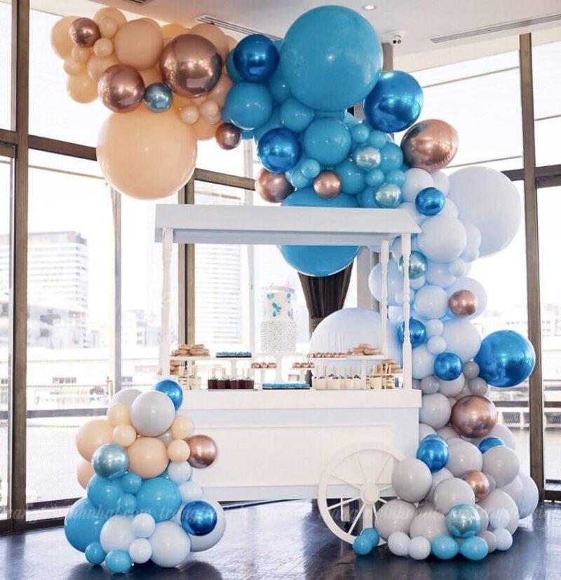 Trang trí bong bóng xe kem tông màu xanh dương trắng
