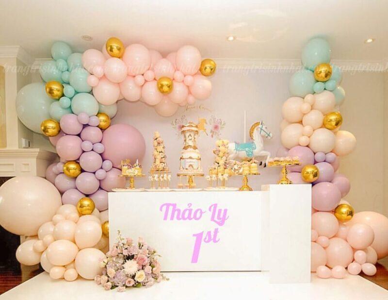 Trang trí sinh nhật bé gái 1 tuổi màu hồng tím