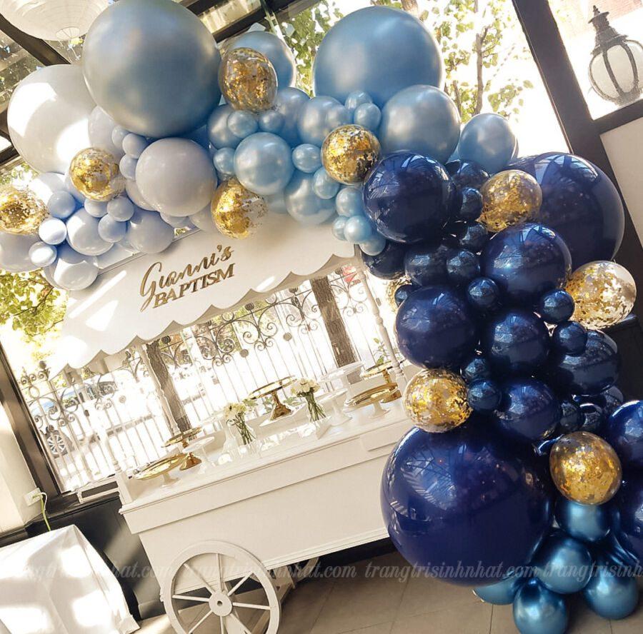 Trang trí xe kem sinh nhật với bóng màu xanh dương đậm nhạt
