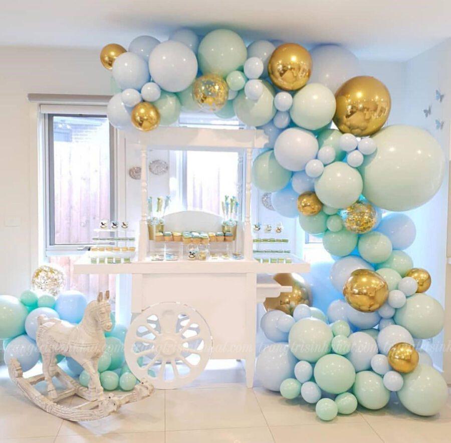 Trang trí bong bóng xe kem cho tiệc sinh nhật bé trai