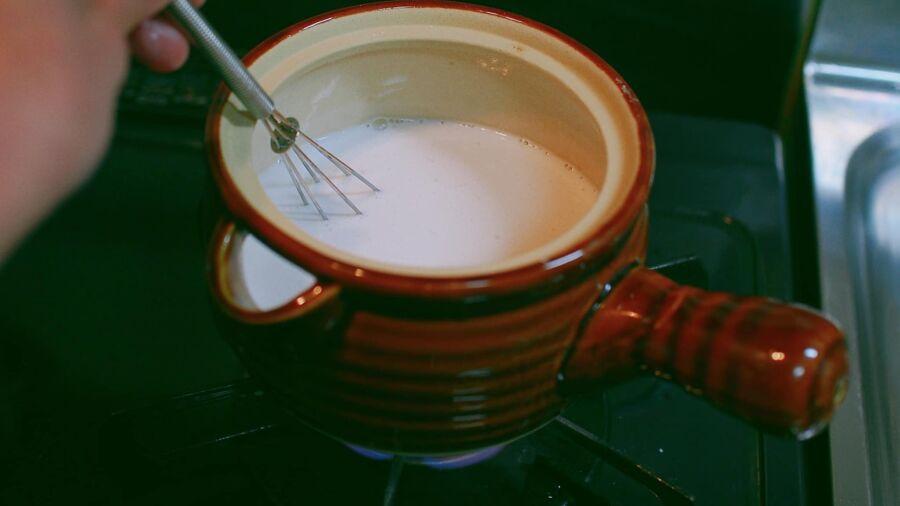 nước cốt dừa thơm béo ăn cùng chè bưởi