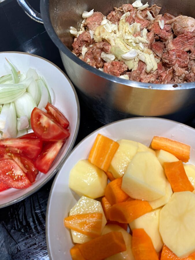 nguyên liệu cho món bò sốt vang rau củ