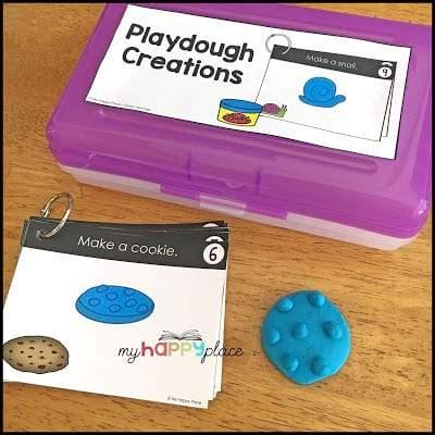 Hoạt động nặn bột nặn trong đó trẻ em phải tạo lại một hình ảnh (như bánh quy sô cô la) bằng bột nặn.