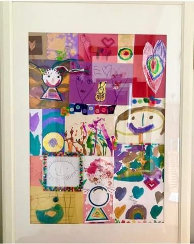Cắt dán khung các tác phẩm nghệ thuật của trẻ