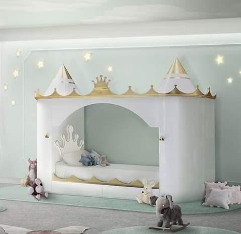 Giường cho trẻ mới biết đi hình lâu đài.
