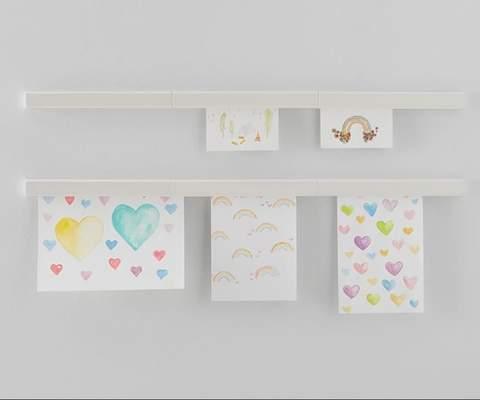 Nghệ thuật trẻ em được trưng bày trên tường với dải từ tính