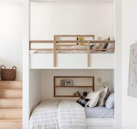 Phòng trẻ em chung với giường tầng tích hợp