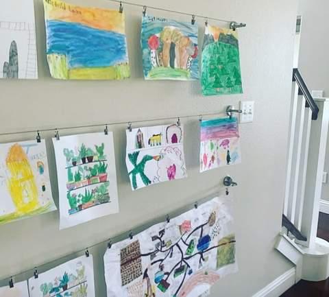 Nghệ thuật trẻ em trưng bày trên dây phơi quần áo